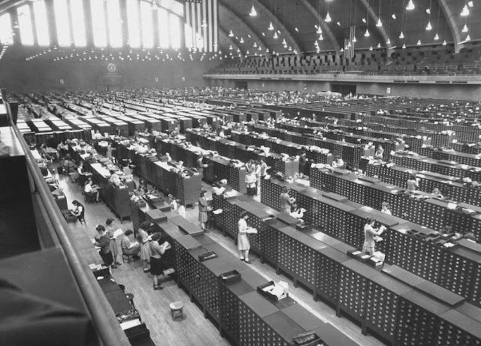 FBI fingerprint filling system in 1940.jpg
